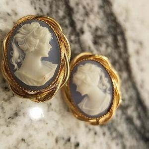 Beautiful Vintage Blue Cameo Clip On Earrings